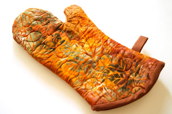 Quilted Oven Mitt with Fall Color Batik Fabric, Leaf Pattern Kitchen Linen