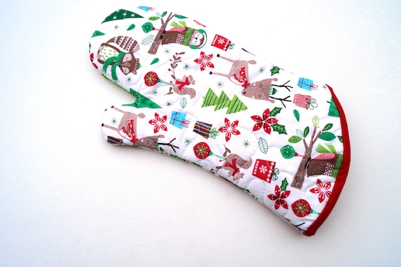 Christmas Fabric Oven Mitt with Nostalgic Print, Quilted Holiday Oven Mitts with Hanging Tab Option
