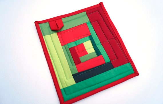 Quilted Pot Holder in Christmas Color Patchwork, Red and Green Fabric Hot Pad