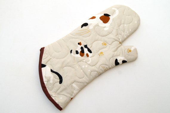 Cat Fabric Quilted Oven Mitt in Black, Cream and Gold Tone Motifs