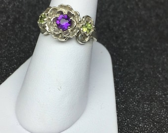 Flower ring with amethyst and peridot