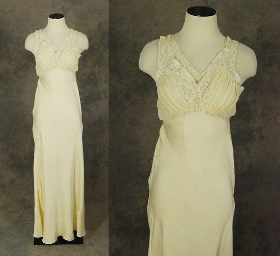vintage 30s Silk Nightgown Cream Silk and Lace Bias Cut  ae1f16eca