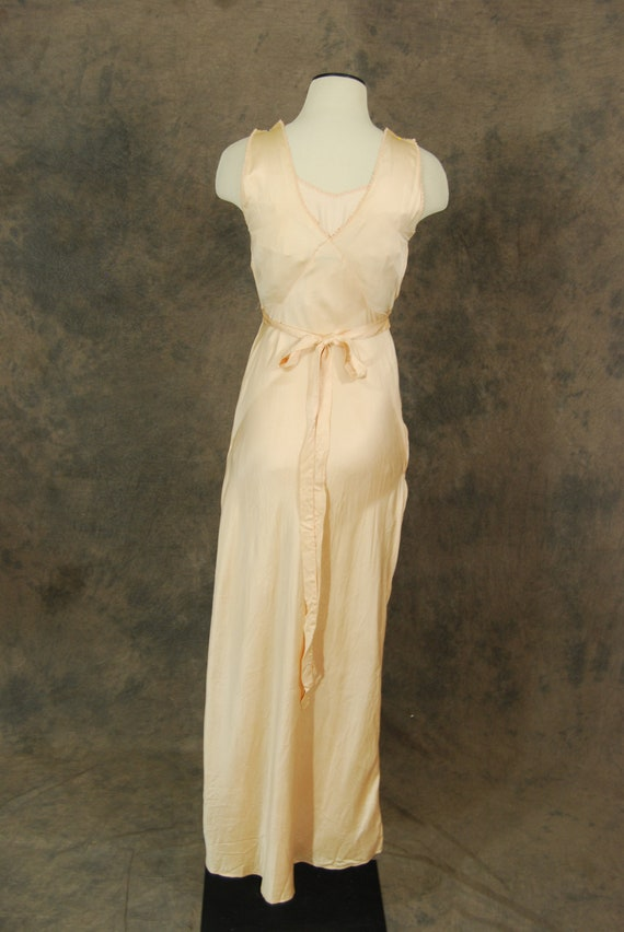 vintage 30 40s Silk Bed Jacket and Night Gown - 1… - image 6