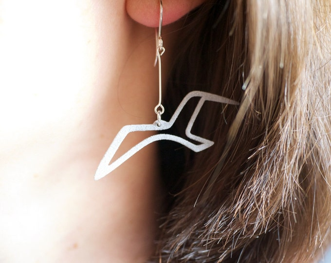 Sea Bird Earrings Gift, Silver Grey Seagull Jewelry Gift for Wife