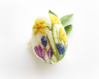 Easter Egg,Felted Egg,Daffodils,Spring Ornament,Needle Felted Easter Egg with Flowers,Original Art
