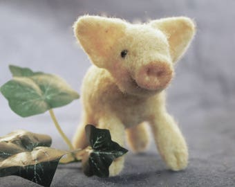 Needle Felting Kit, Needle Felted Animal, Pig, Birthday Gift, Best Friend Gift