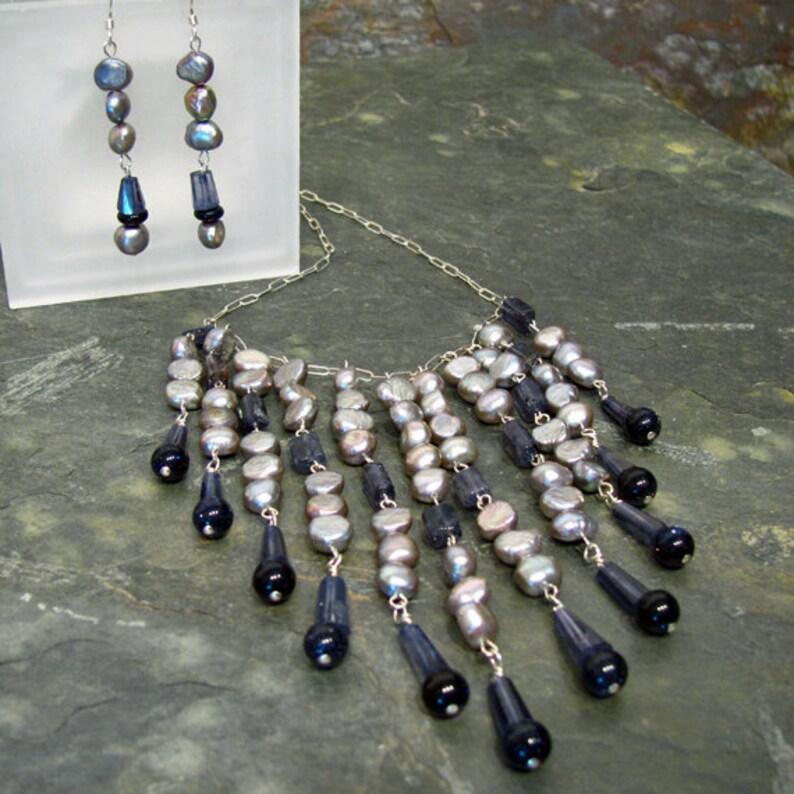 100609b1fdb6 Collar de Chevron babero declaración perlas de río lilas