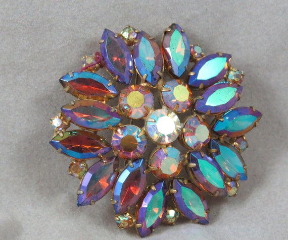 Sparkly Gold Brooch Pin *FREE SHIPPING*