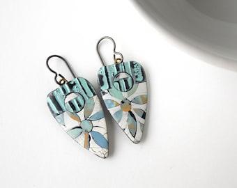 Lightweight Flower Inlay Dangle Earrings