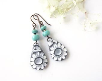 Lightweight Flower Dangle Earrings • White Gray