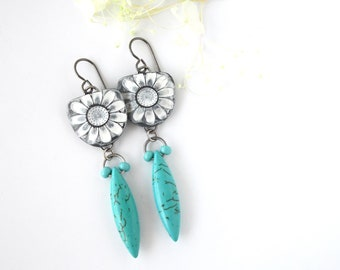 Lightweight Dangle Earrings • Flower Design