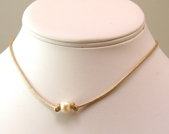 Rustic Pearl and Leather Choker, Ivory Leather Pearl Necklace, Pearlized Beige Leather Cord, One or Three Pearls, White Style for Summer