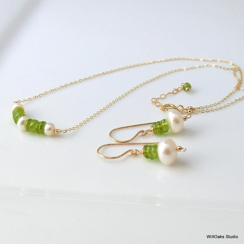 Handmade Artisan Original Design WillOaks Studio August Birthstone Peridot Gemstone Set Bar Pendant Gold Earrings /& Necklace with Pearls