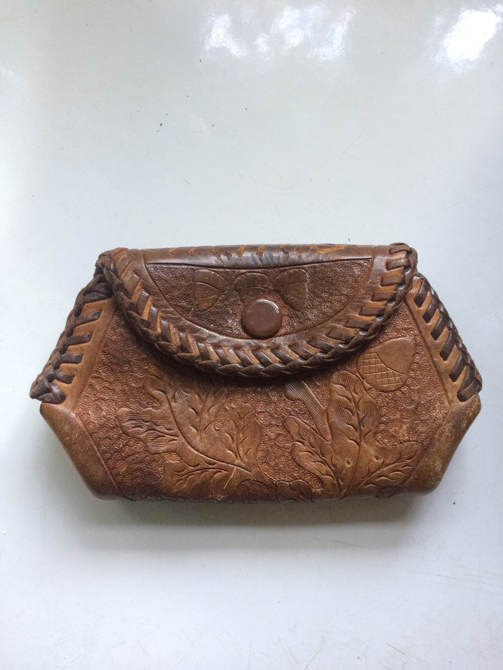 908be7bdff8c Vintage Tooled Leather Coin Purse Wallet with Oak Leaves and