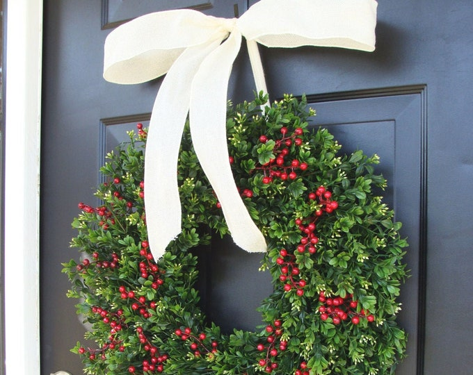 Weatherproof Christmas Wreath Front Door Window Boxwood Red Berry Holiday Wreaths Winter Wreath Decor Christmas Wreath Outdoor Decoration
