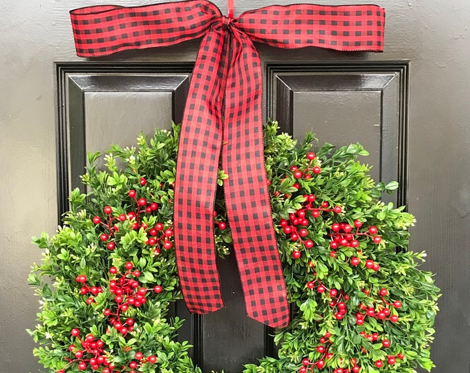 Boxwood Red Berries Christmas Wreath Weatherproof Holiday Wreaths Winter Christmas Decor Thin Depth Storm Door Wreath Decoration14-26 inch