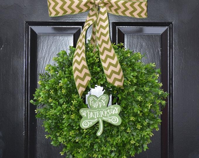 St Patrick Day Wreath, St Patricks Day Shamrock Decor- Spring Happy St Patricks Day Boxwood Wreath- Irish Decor Door Wreath Removable Sign
