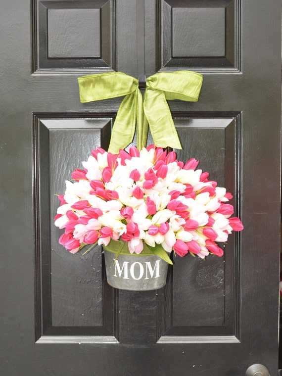 MOM Monogram Spring Tulip Wreath- Tulip Door Bucket Wreath Alternative- Tulip Spring Wreath- Gift for Mom- Mother's Day Gift- Door Decor