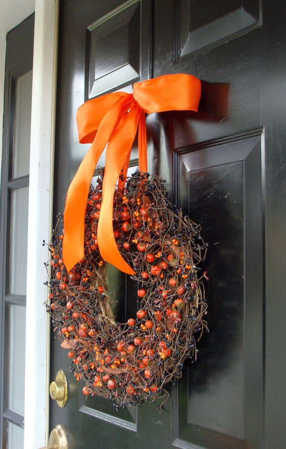 Halloween Wreath, Halloween Berry Wreath, Halloween Decor, Black and Orange Berries, Mini Pumpkin Berries