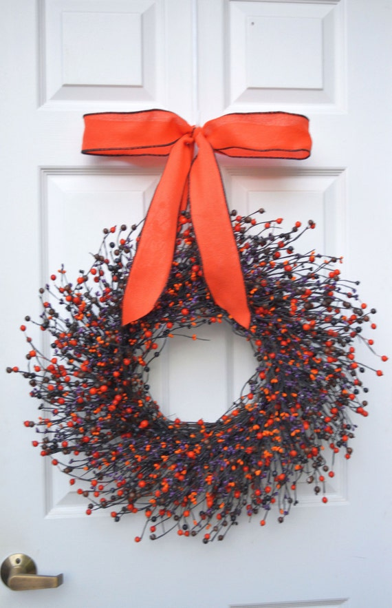 Halloween Wreath- Halloween Berry Fall Wreath- Halloween Decoration- Halloween Decor- Fall Door Wreath