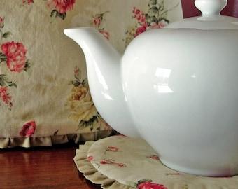 Shabby Chic Tea Cozy | Potholder Gift Set | Retro 50s | Red roses | Tea pot cosy - Ready to ship