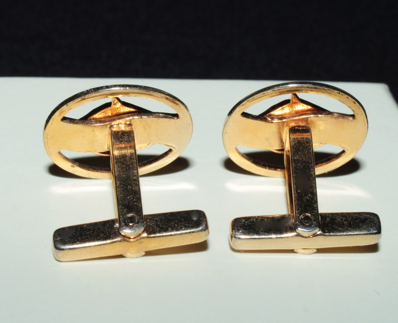 vintage 1970 gold tone horse head cufflinks shipping included within Canada and USA