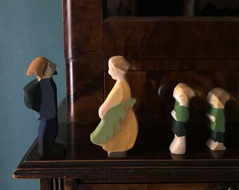 Acorn family forest set : waldorf dolls (Woody, Hazel and Little Pip - elsa beskow) / waldorf nature table/ doll miniature