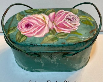 Shabby chic  pink roses vintage lunch pail, vintage lunch box, shabby chic decor, pink roses decor, hp roses, country chic decor, roses box