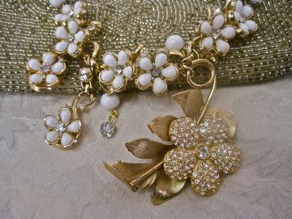 Full Bloom: Flower Choker Vintage Assemblage Necklace White Floral Rhinestones Gold Tone BEAUTIFUL Bride Bridal 50s Boho Garden Wedding