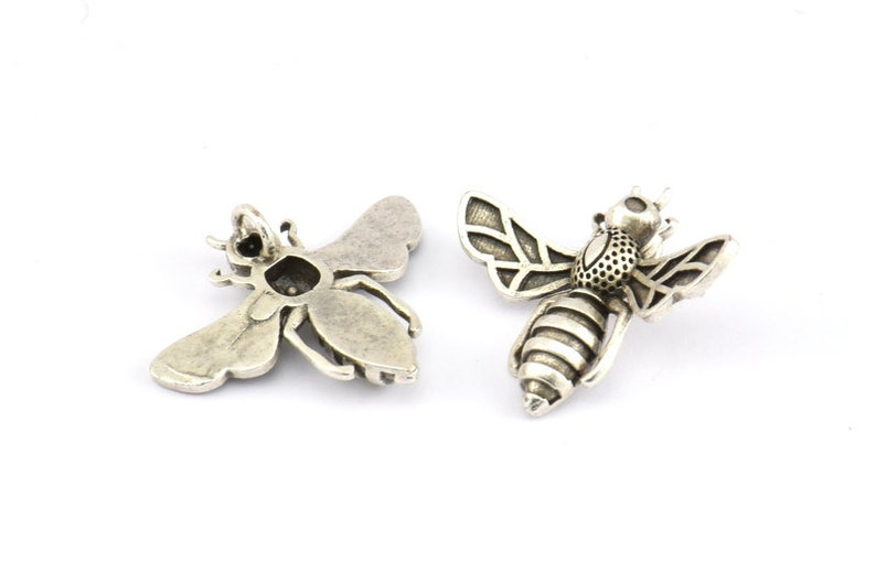 Silver Bee Pendant E585 H032 4 Antique Silver Plated Brass Bee Charm With 1 loop 21x24mm Pendant