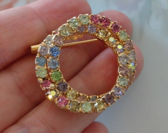Intertwined Double Circle Emerald and Clear Rhinestone Brooch unsigned