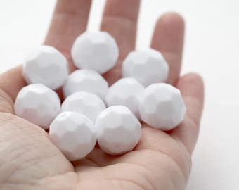 Vintage Lucite Beads Faceted Round White Chunky 18mm (8)