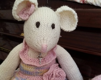e-Pattern - Knitted toy - Myka - a ballerina mouse - NEW PATTERN