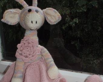 e-Pattern - Knitted dressed giraffe - Julia Blossom