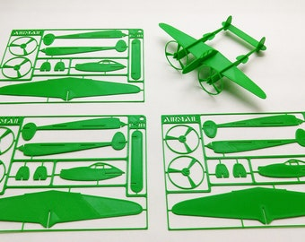 P-38 Lightning WW2 fighter plane plastic model kit. Easy assembly of slotted parts.