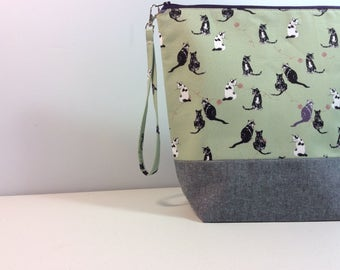Large knitting/Crochet Project Bag - Cats with yarn in green