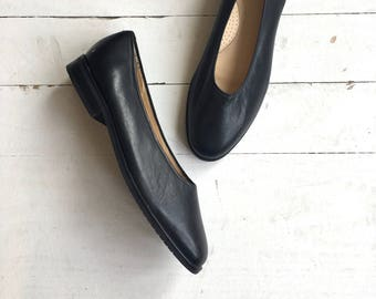 Ballet Glove shoe | vintage black ballet flats | leather skimmers 6.5