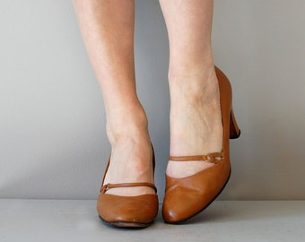 mary janes / 1960s shoes / mary jane heels / Caramel Janes