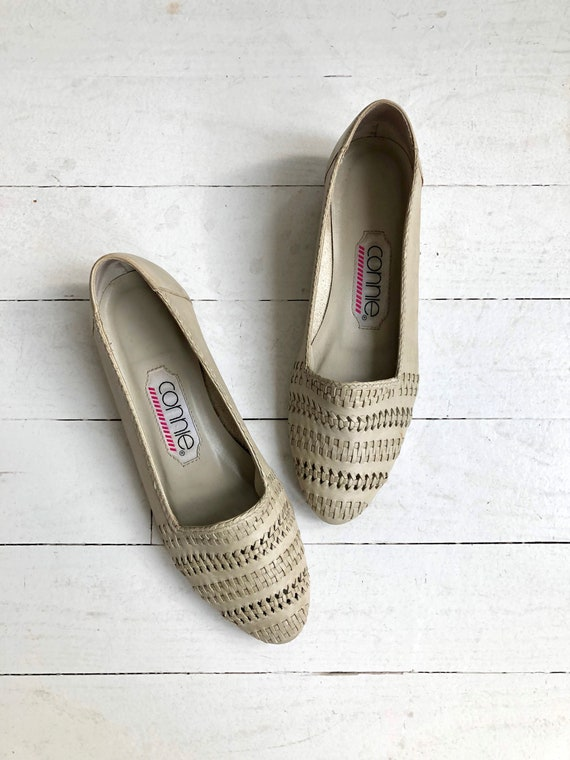 Greige woven skimmers | 1980s woven flats | 1980s