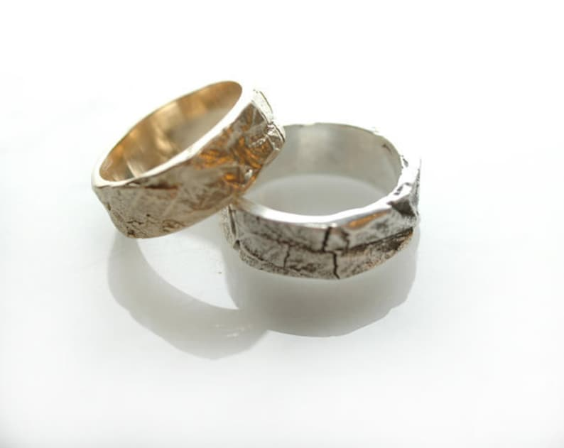 14K Gold Wedding Ring  Leaf Texture Natural  Woodland Style image 0