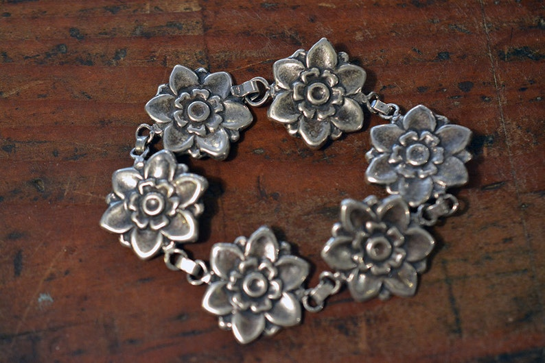 Vintage Blossom Bracelet in Sterling Silver with 6 links image 0