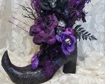 FREE SHIPPING...Gorgeous Witch Boot Centerpiece Decor Glitter Black Purple SKULLS roses pumpkins and more