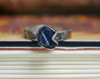 Raw Sapphire Ring, Record Keeper, Stamped Setting, Hammered Band, Sterling Silver, Size 9