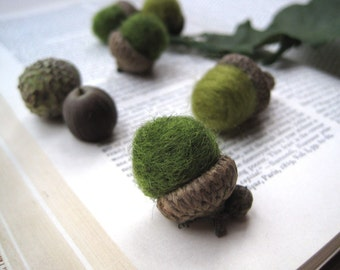 Spring Forest Acorns - Wool Felted Acorns SET of 12 in Avocado Olive Green - Rustic Home Decor, Hostess Favours