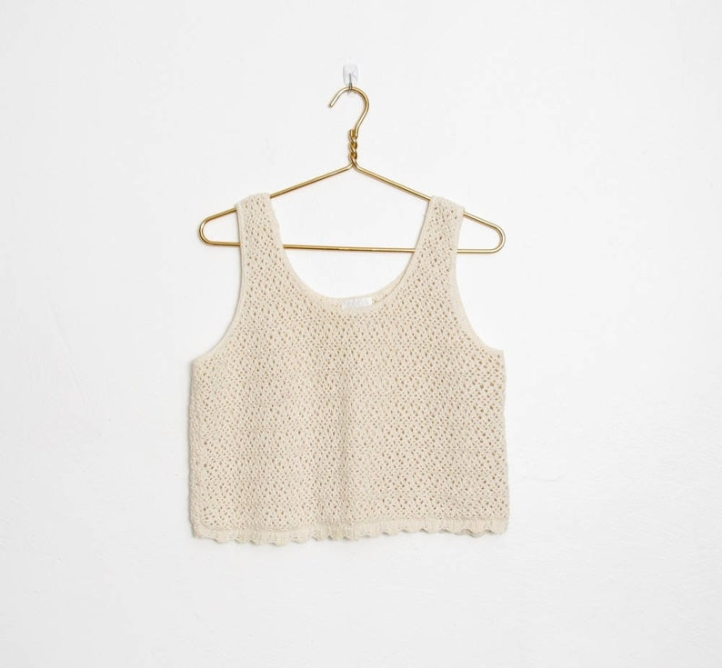 4a345fb86d94f Vintage Moda Int l Sweater Tank   Off White Cotton Crochet Knit   Scalloped  Hem   80s - 90s Cropped Pullover