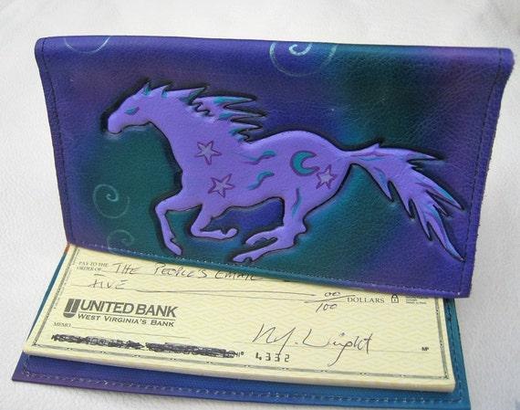 Personnalisé au galop cheval porte chéquier en cuir Etui en violet. Turquoise Teal noir avec spirales relief aérographe & étoiles. Fait à la main