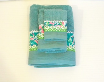 Preppy Jade Pink Towel Set Trimmed with Lilly Pulitzer Guac Fabric 3pc