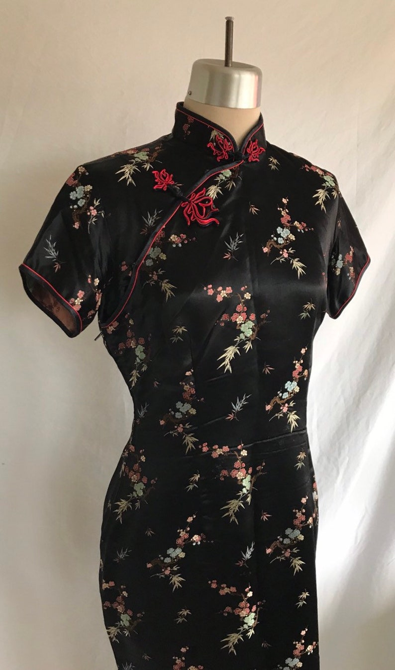 1960s Black and Red Floral Brocade Cheongsam Chinese Brand Wiggle Dress with Frog Closures