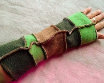 Upcycled Cashmere-lined Fingerless Arm-Warmers Active