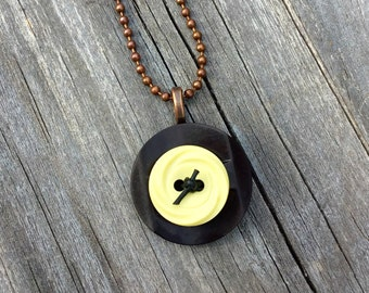 Vintage Button Pendant, Vintage Button Necklace, Upcycled Button Necklace, Button Necklace, Button Pendant, Gift for Women, Gift for Her